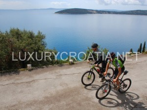 biking tours on the coast and islands of Dalmatia