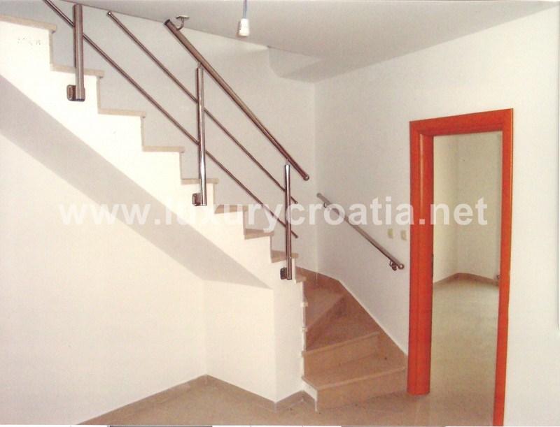 Two floor apartment milna brac for Two floor apartment