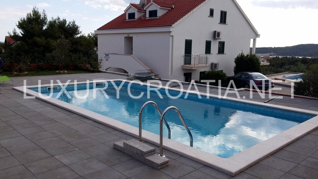 Gorgeous Apartment With Pool For Rent Milna Brac