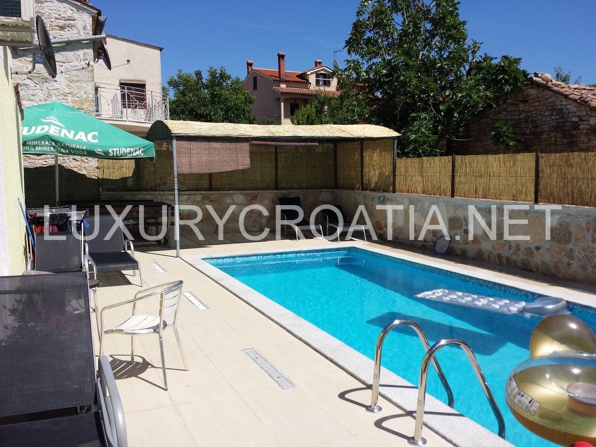 Sold house with pool for sale in porec istria for Mansion with pool for sale