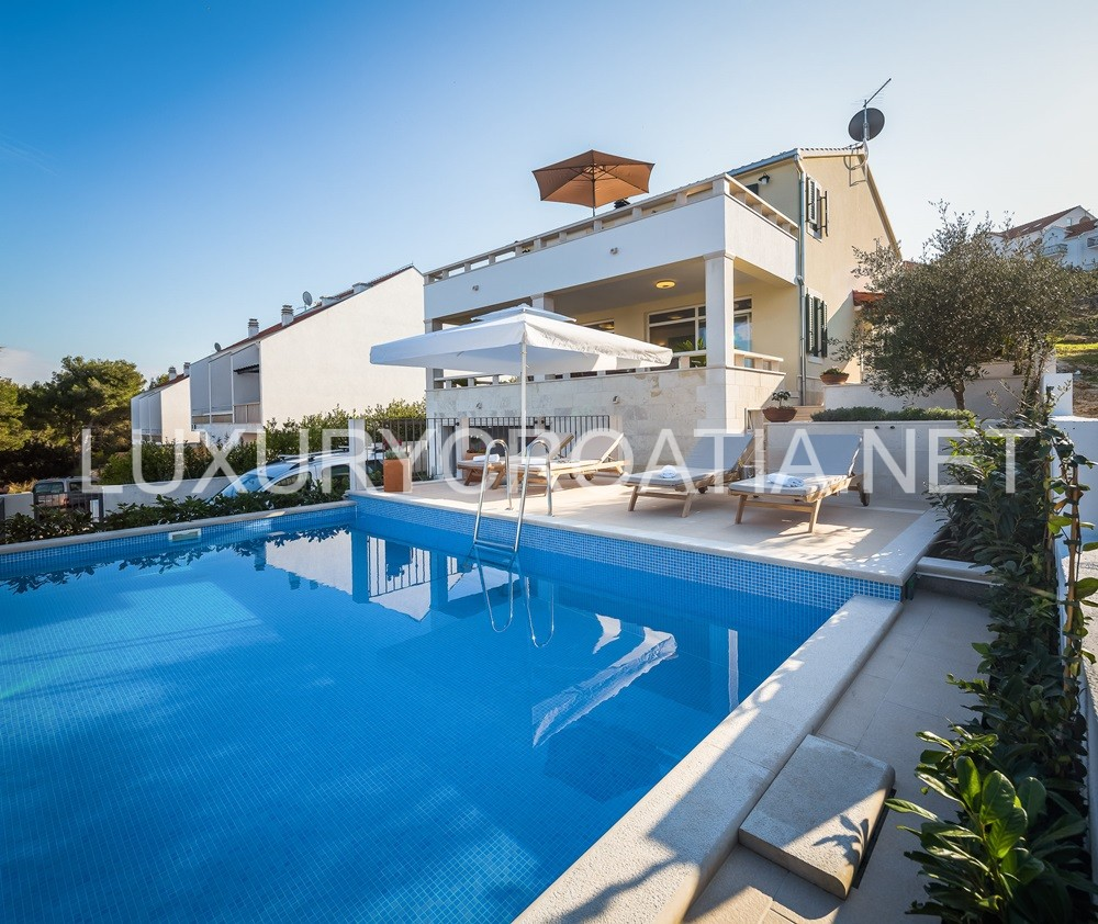 Luxury Sea View Villa With Pool For Rent Sutivan