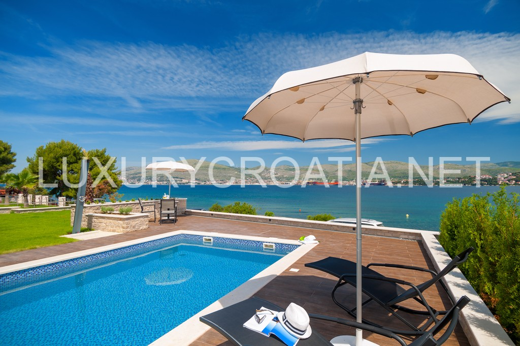 Seafront Luxurious Modern Villa With Pool For Rent Ciovo
