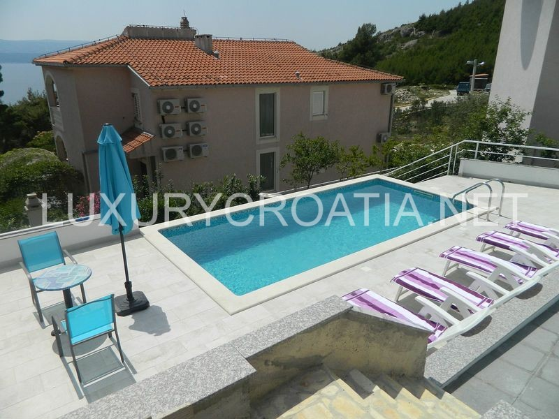 House with pool for sale on omis riviera for Mansion with pool for sale