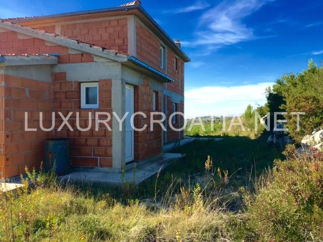 Sold unfinished house for sale split area for Split house for sale