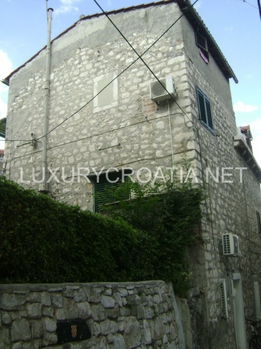 Sold old stone house for sale in split city for Split house for sale
