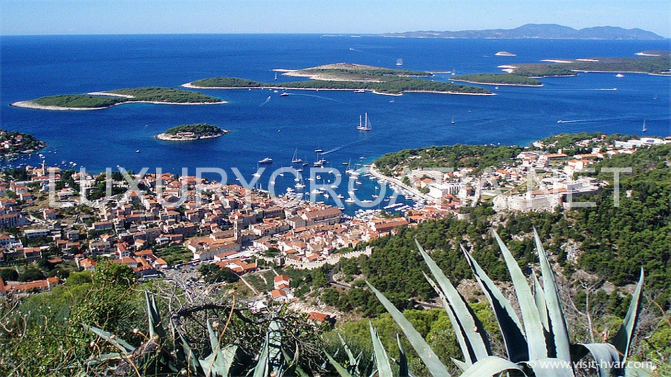 Hvar and Pakleni islands - daily boat excursions