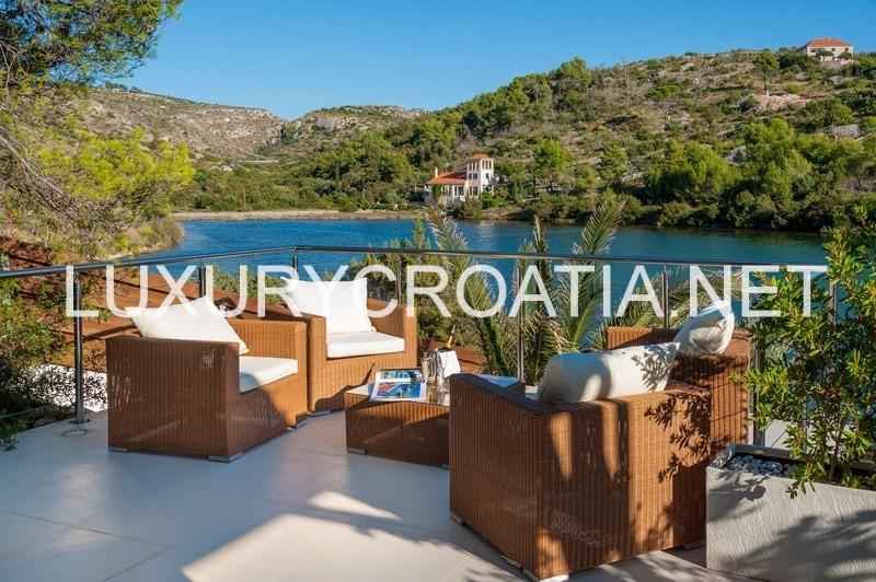 Beach front luxury holiday villa Brac