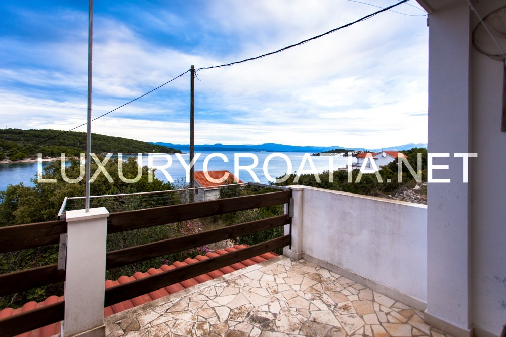 sea view house for sale in necujam solta island