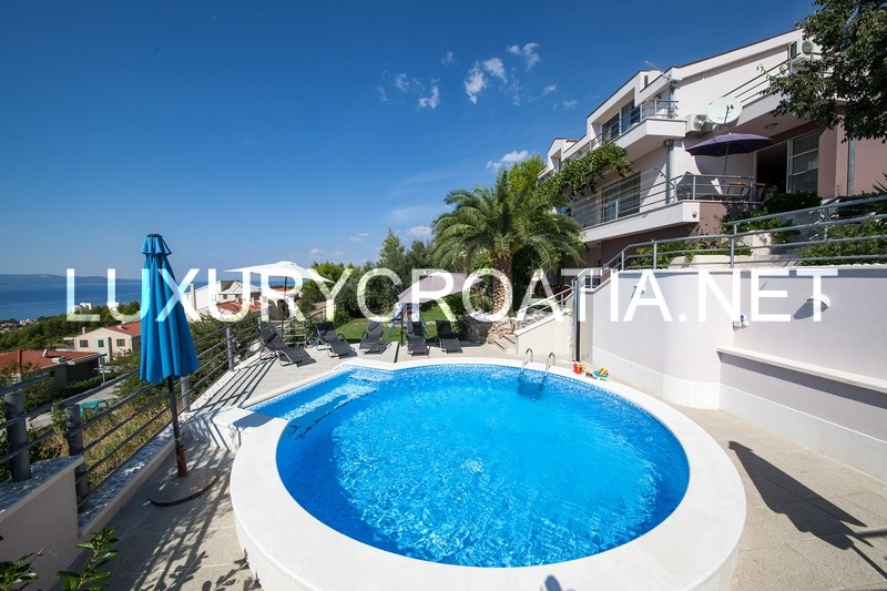 Villa With A Pool For Rent Makarska With 5 Bedrooms
