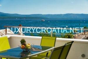 Rent: Modern villa near beach, center of Bol, Brac