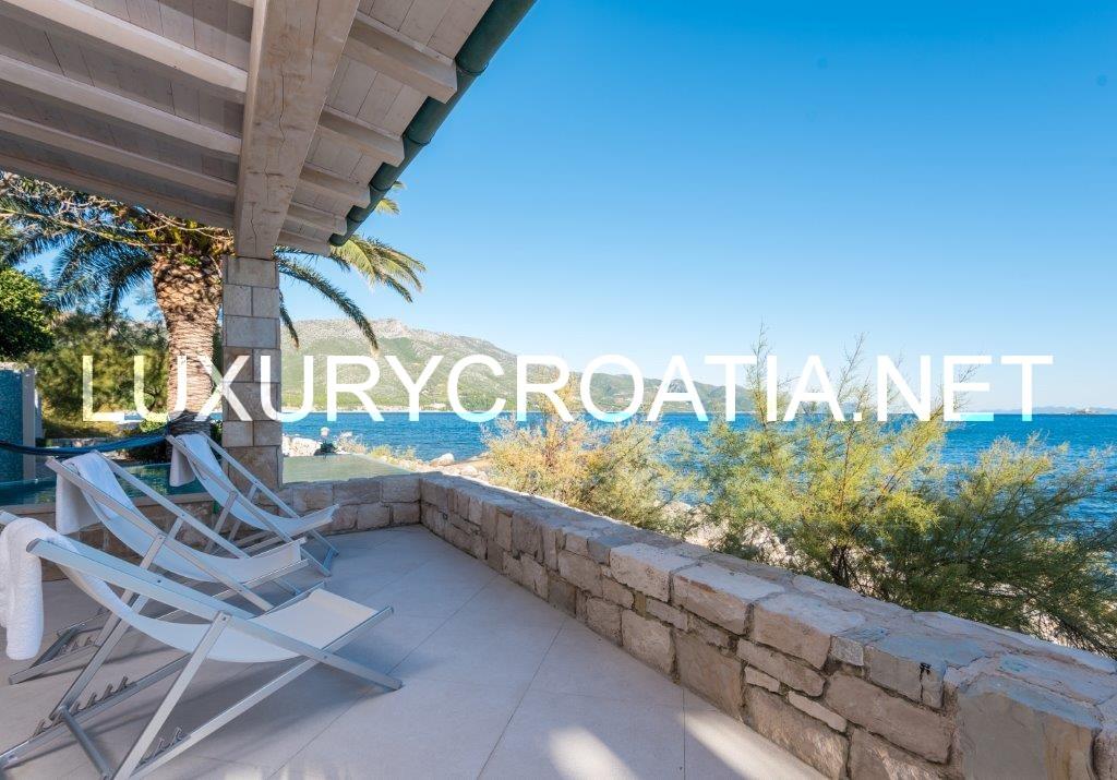 Luxury Beach Front Villa With Pool In Orebi Pelje Ac