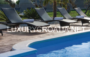 For sale, beautiful villa with pool for family vacation