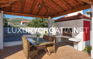 Luxurious holiday villa in Kaštel Novi, near Trogir, for rent