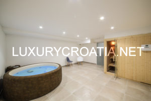 Modern holiday villa with pool in Trogir for rent