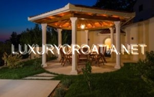 Beautiful villa with pool and panoramic seaview, near Omis