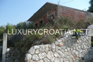 For sale: a building land with a house in construction by the beach, Ciovo