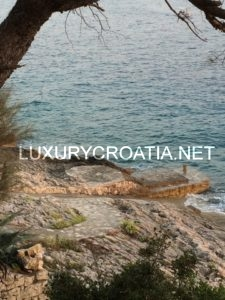 SEAFRONT HOUSE FOR SALE ON KORCULA ISLAND