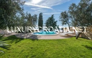 Luxurious Seafront Villa for Rent in Pirovac, Šibenik Area