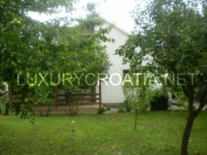 Contry house with land for sale in Sinj area