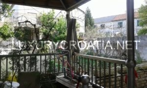 Family house for sale 40 meters from the sea in Kastela, Split area