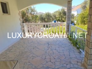 HOUSE FOR SALE NEAR THE BEACH IN OREBIC PELJESAC