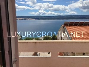 House for sale with five apartments in Lokva Rogoznica