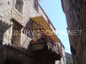 House in the center of Vis town for sale