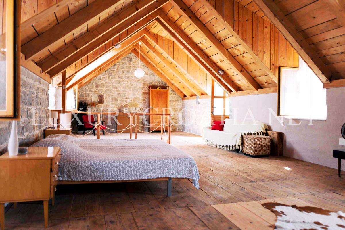 Stone house and studio for sale kastela split luxury for Split house for sale