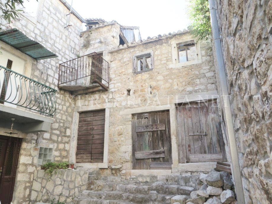 Three stone houses in a row for sale vis town luxury croatia for Row houses for sale