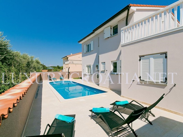 Modern Villa For Rent With Pool Pula