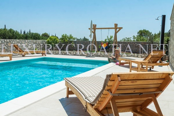 Stone cottage with a pool for rent konavle dubrovnik Cottages with swimming pools to rent
