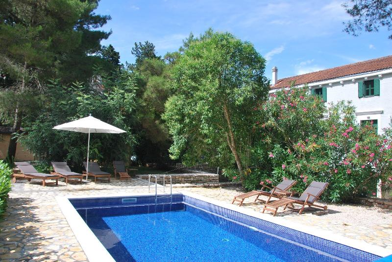 Seafront Villa With A Pool For Rent Solta Island