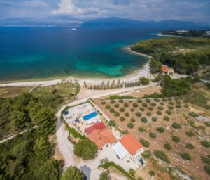 Waterfront villa with pool for rent, Brac