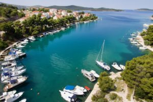 Waterfront villa with pool for rent, Sibenik area (3)