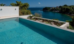 SEAFRONT VILLA IN PRIVATE BAY FOR RENT BRAC (12)
