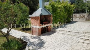 House for sale with large garden in Orebic